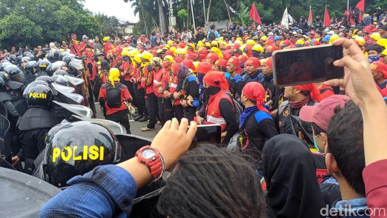 Alasan Polisi Sempat Blokade Massa Buruh di Tosari