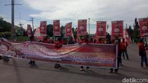 Buruh di Makassar Peringati May Day, Kritik Upah dan Outsourcing