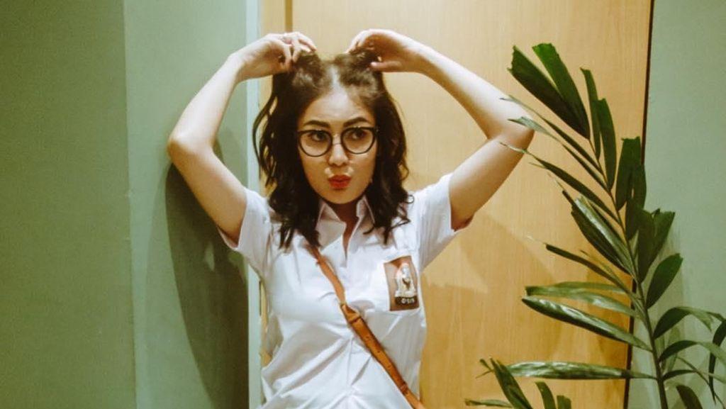 Bergaya Jadi Anak SMA, Nindy Kena Nyinyir Netizen karena Rok Mini