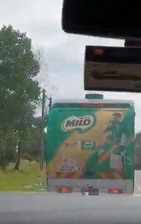 Demi Menantu yang Ngidam, Ortu Ini Berhentikan Mobil Van Milo di Jalan Tol!