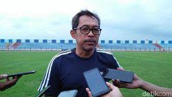 Aji Santoso Setahun Latih Tiga Tim