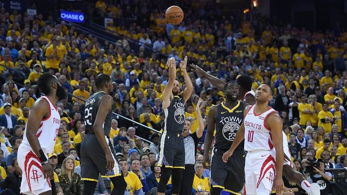 Warriors kembali atasi Rockets di gim kedua semifinal barat NBA. (Foto: Thearon W. Henderson/Getty Images)