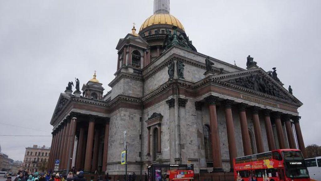 Gereja di Rusia yang Berlapis Perunggu dan Permata