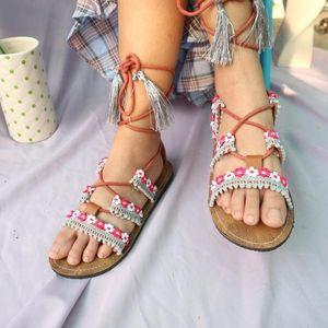 Jual Sandal Tali, Perempuan Ini Raup Omzet sampai Rp 50 Juta/Bulan
