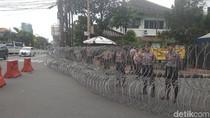 Ada Aksi Hari Buruh, Jalan Imam Bonjol Depan KPU Ditutup