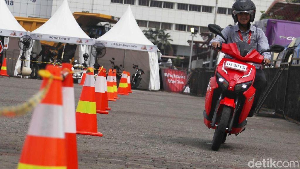 Pajak Tahunan Motor Listrik Ini di DKI Jakarta Cuma Rp 80 Ribu