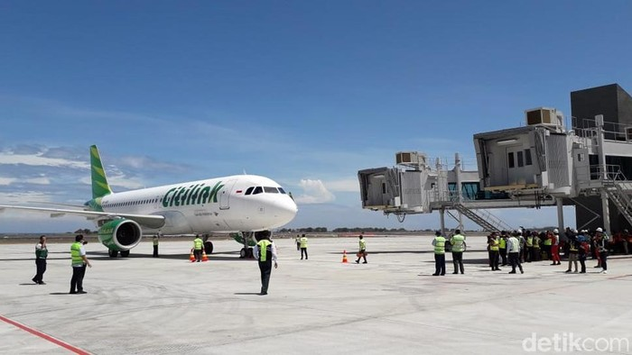 Pesawat Airbus A320 milik maskapai Citilink jadi pesawat komersial pertama yang mendarat di Bandara Yogyakarta International Airport (YIA). Penasaran? Lihat yuk