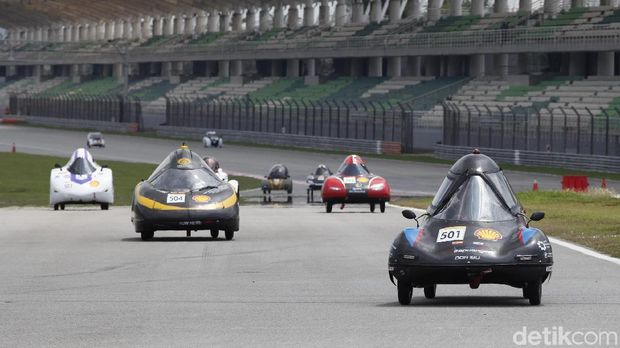 Mobil UrbanConcept yang dibuat Tim ITS menjuarai lomba irit BBM