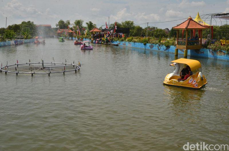 Liburan di kawasan rawa sambil menikmati pemandangan dan bersepeda air. Coba berkunjung ke Kawasan Wisata Edukasi Kali Embung Sekaran atau Wiekes (Eko Sudjarwo/detikcom)