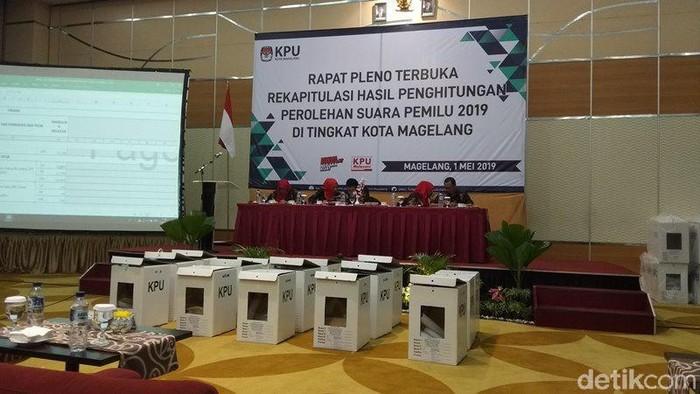 Rapat pleno rekapitulasi suara KPU Kota Magelang, Rabu (1/5). Foto: Eko Susanto/detikcom