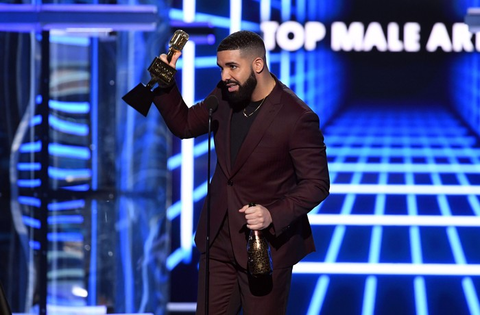 LAS VEGAS, NEVADA - MAY 01: Drake accepts the Top Artist award onstage during the 2019 Billboard Music Awards at MGM Grand Garden Arena on May 01, 2019 in Las Vegas, Nevada. (Photo by Kevin Winter/Getty Images for dcp)