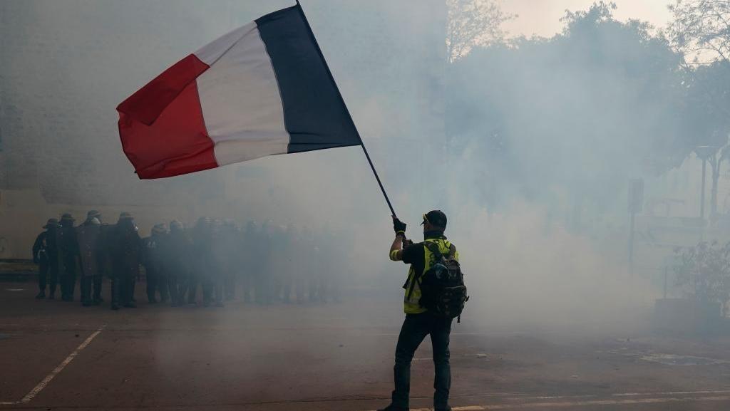Hari Buruh di Prancis Diwarnai Bentrok, Polisi Tembak Gas Air Mata