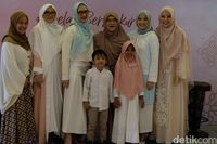 Dewi Sandra Belajar Bahasa Isyarat Demi Akrab dengan Anak-Anak Tuna Rungu