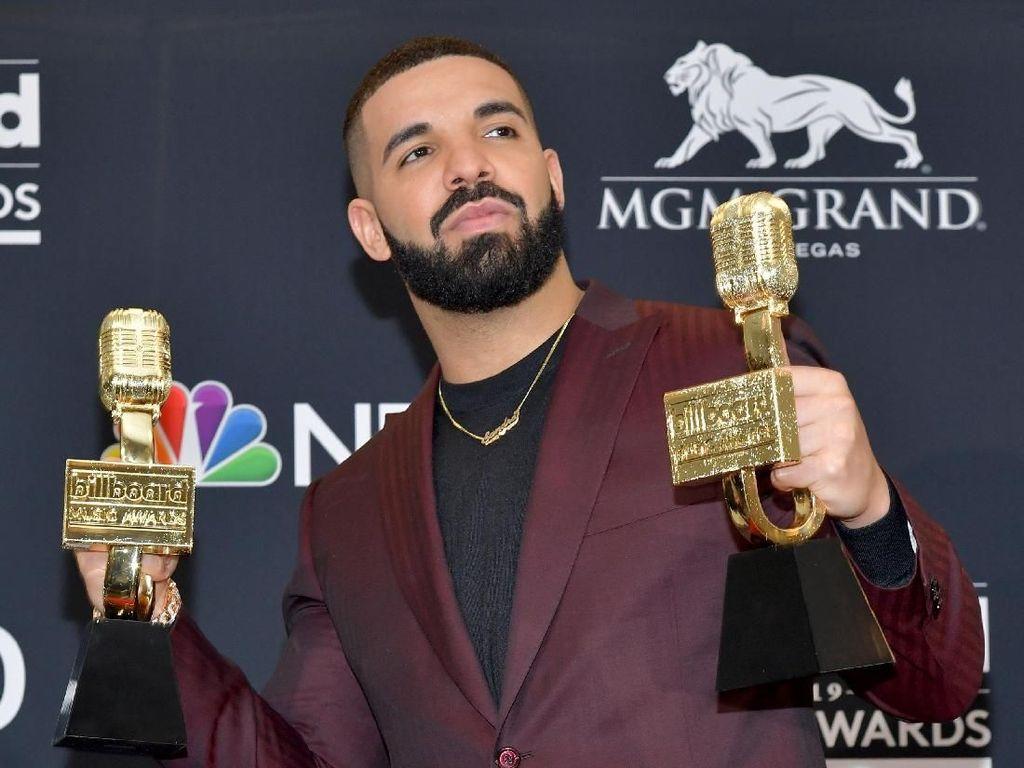 Tim Basket Favorit Menang, Drake Rilis Dua Lagu Baru