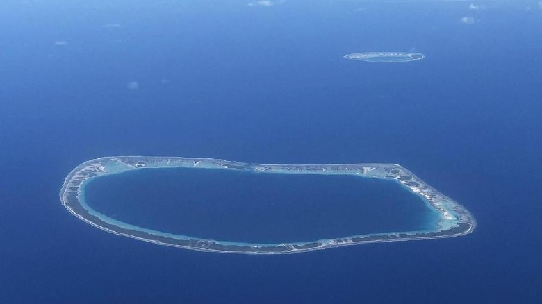 Disappointment Islands dipotret dari pesawat (Andrew Evans/BBC Travel)