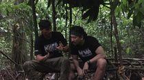 Foto: Denny Sumargo dan Vincent Verhaag Dililit Ulat Piton!
