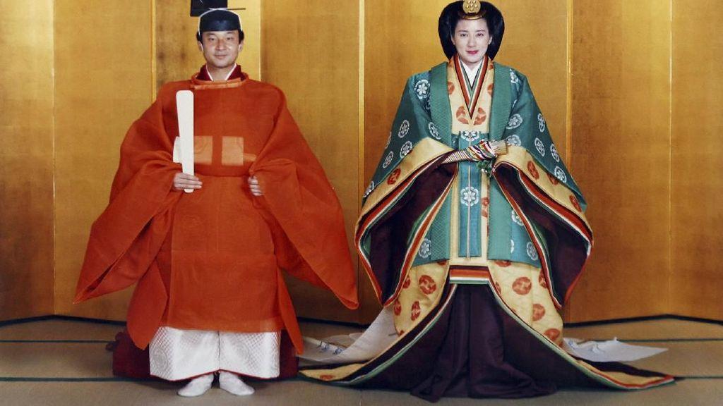 Mengenal Busana Tradisional yang Dipakai Kaisar Baru Jepang Naruhito