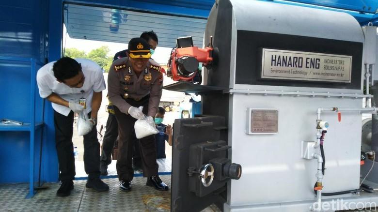 Jelang Puasa, Polisi Semarang Musnahkan 8 Kg Sabu dan 2.754 Botol Miras