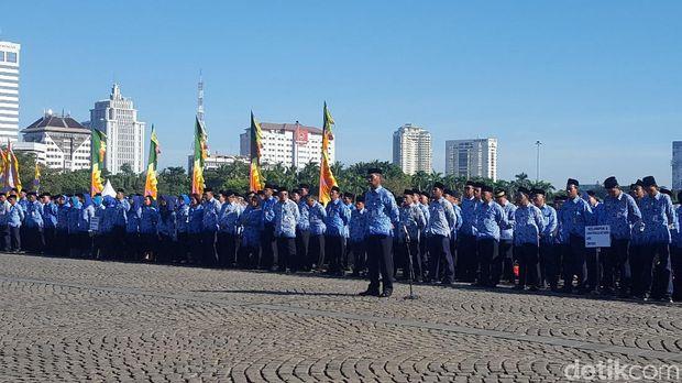 Anies Pimpin Upacara Peringatan Hari Pendidikan Nasional di Monas