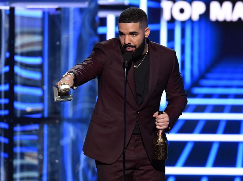 Drake dicemooh saat tampil di festival musik. Foto: Kevin Winter/Getty Images for dcp