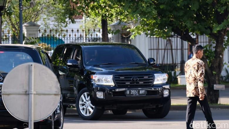 Toyota Land Cruiser B 2024 AHY. Foto: AHY tiba di Istana untuk menemui Presiden Jokowi dengan menumpangi mobil B 2024 (Andhika Prasetia/detikcom)