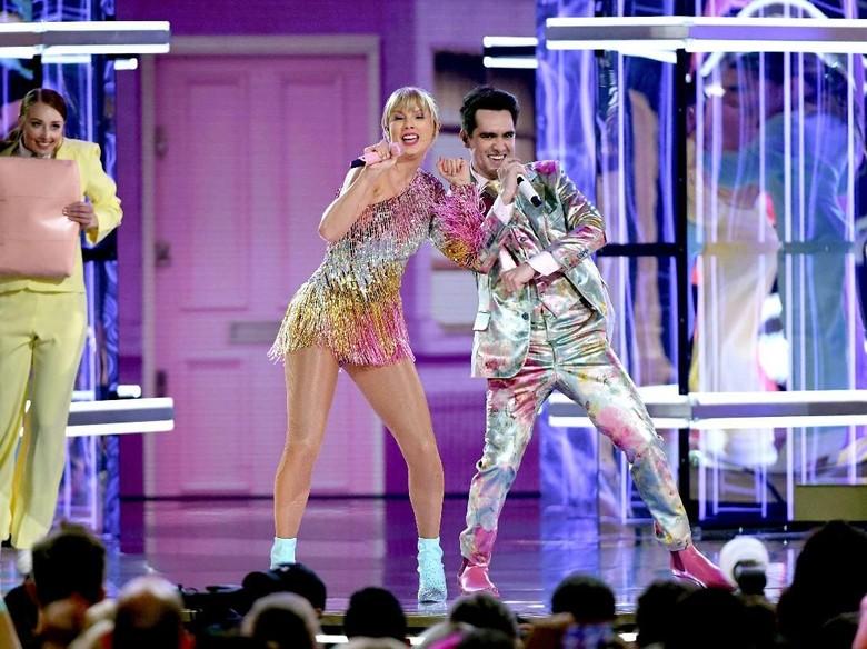 Taylor Swift dan Brendon Urie Foto: Ethan Miller/Getty Images