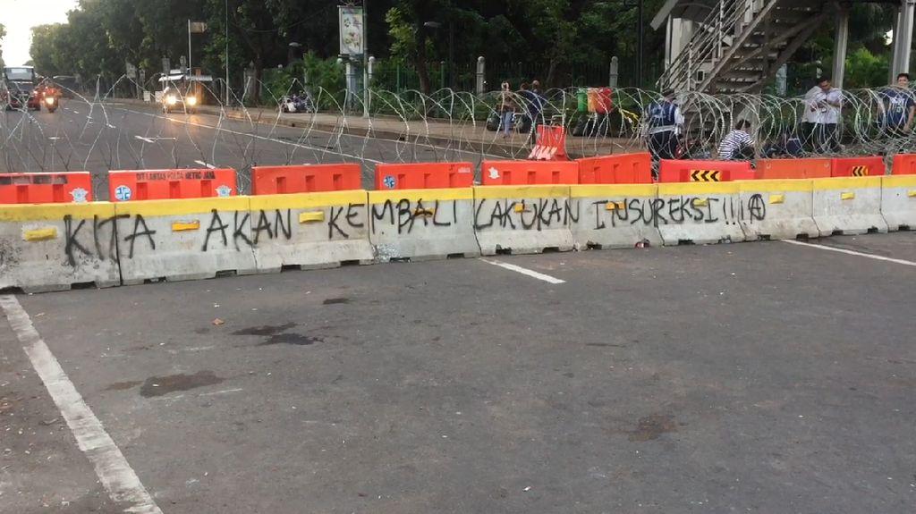 Aksi Buruh Rusak Fasilitas Transjakarta, Anies Serahkan ke Aparat