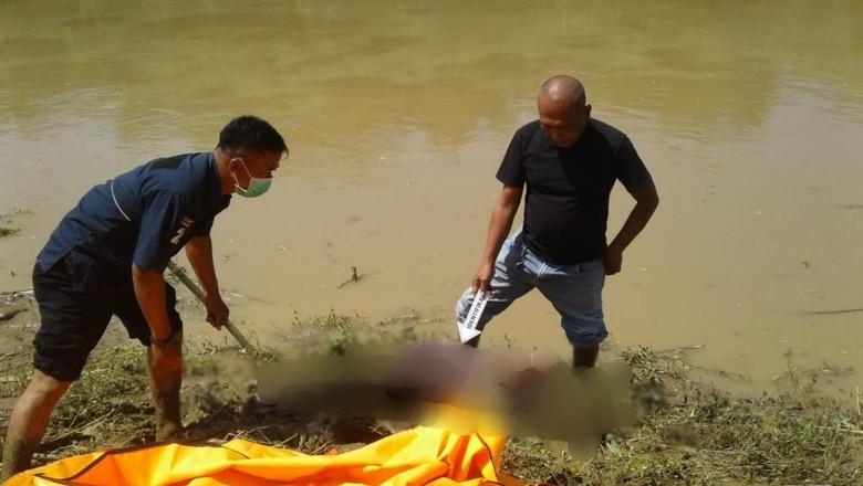 Mayat Wanita Berdaster Ungu Ditemukan di Pinggir Sungai Citarum