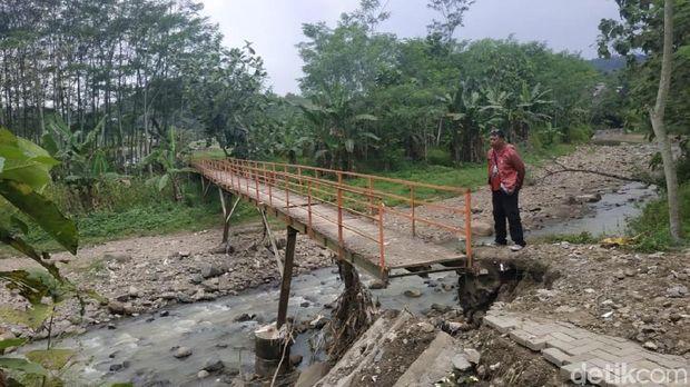 Prihatin Hardiknas di Semarang: Sekolah dan Akses Jembatan Rusak