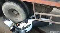 Polisi Ini Ganjal Truk Rem Blong dengan Motor Dinas Cegah Kecelakaan