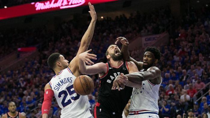 Philadelphia Sixers kalahkan Toronto Raptors di gim ketiga playoff (Bill Streicher-USA TODAY Sports)