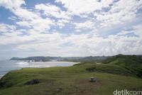 Bukit ini merupakan salah satu destinasi favorit yang berada di kawasan Mandalika. (Syanti/detikcom)