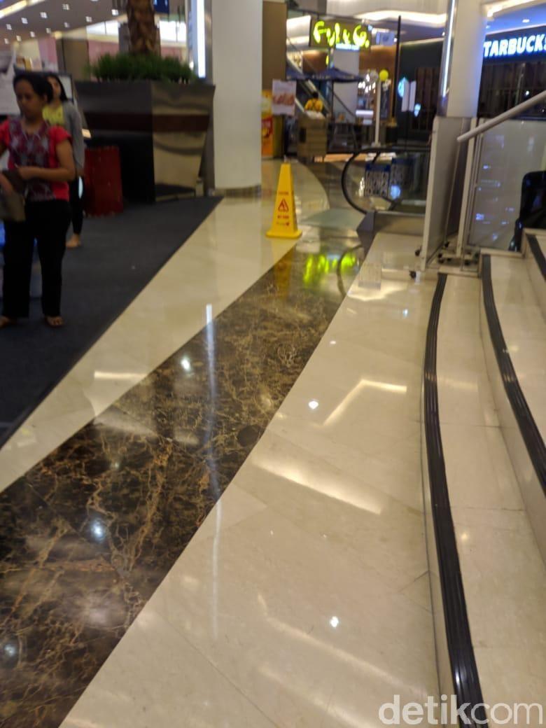 Wanita yang Tewas Loncat di Emporium Mall Pluit Sudah Dievakuasi