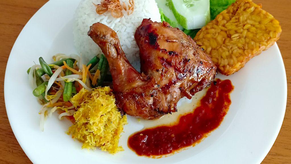 Kedai Kayumanis: Sajian Spesial Ayam Bakar Madu dan Sop Iga Rempah