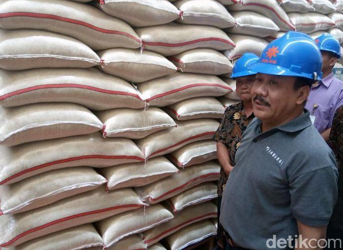 Perum Bulog memastikan stok beras aman jelang Ramadan hingga Idul Fitri. Direktur Pengembangan Bisnis dan Industri Bulog, Imam Subowo menjelaskan stok beras saat ini 2.034.965 ton.