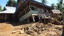 Lumpur Rendam Desa di Bengkulu Pasca Banjir Bandang