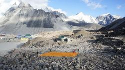 Gunung Everest Terancam Tinja Para Pendaki
