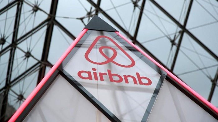 FILE PHOTO: The Airbnb logo is seen on a little mini pyramid under the glass Pyramid of the Louvre museum in Paris, France, March 12, 2019. REUTERS/Charles Platiau/File Photo