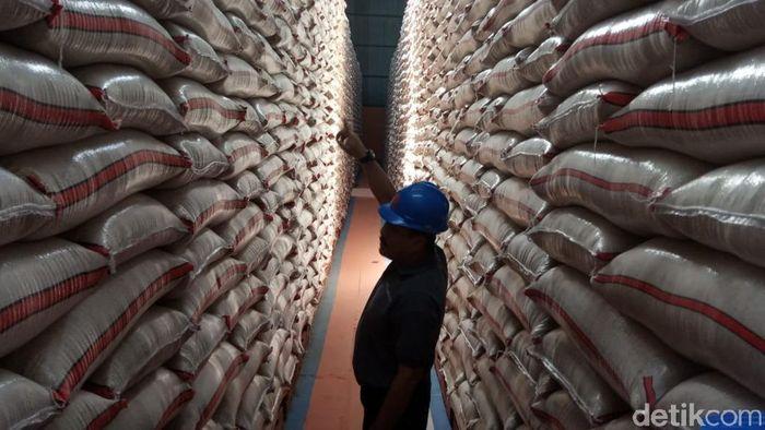 Gudang beras Bulog di Cirebon