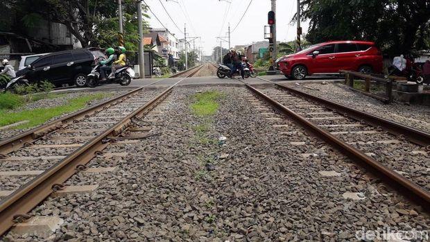 Pemerintah Kota Bekasi menyiapkan palang pintu untuk perlintasan kereta api di Bulak Kapal.