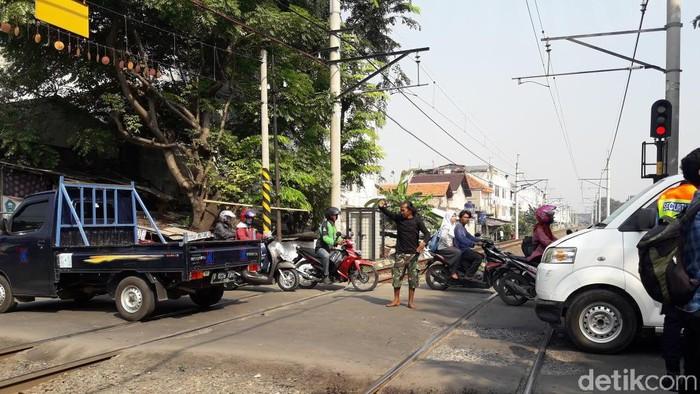 Foto: Perlintasan Bulak Kapal di Bekasi (Isal Mawardi/detikcom