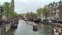 Meriahnya Kota Amsterdam Rayakan Kings Day
