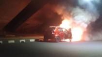 Korsleting Listrik, Mobil Terbakar di Kolong Flyover Cawang