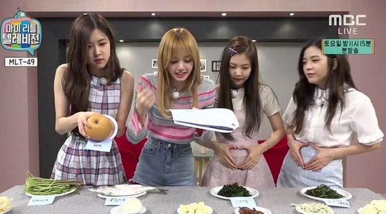 Terlihat cantik. Para member Blackpink sepertinya sedang menebak buah dan juga sayuran yang ada di atas meja. Kira-kira mereka bisa nggak ya menebak nama bahan makanan ini. Foto: Istimewa