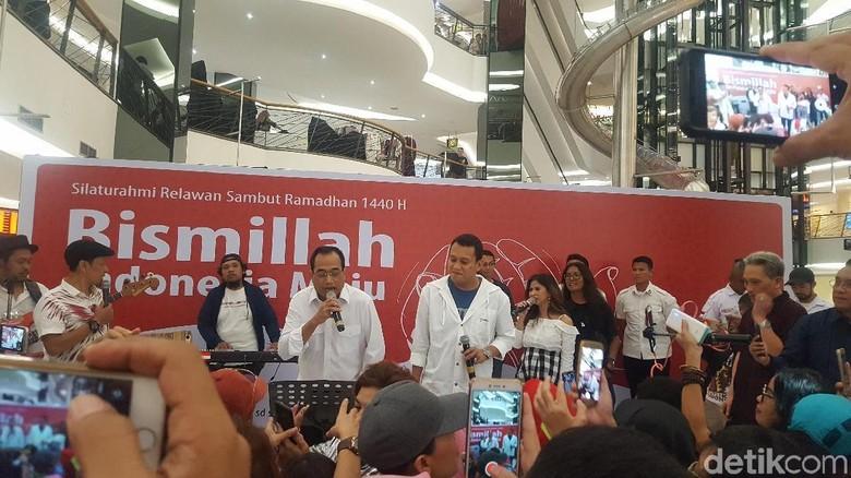Menhub dan Wakil Ketua TKN Jokowi Nyanyi Hibur Relawan