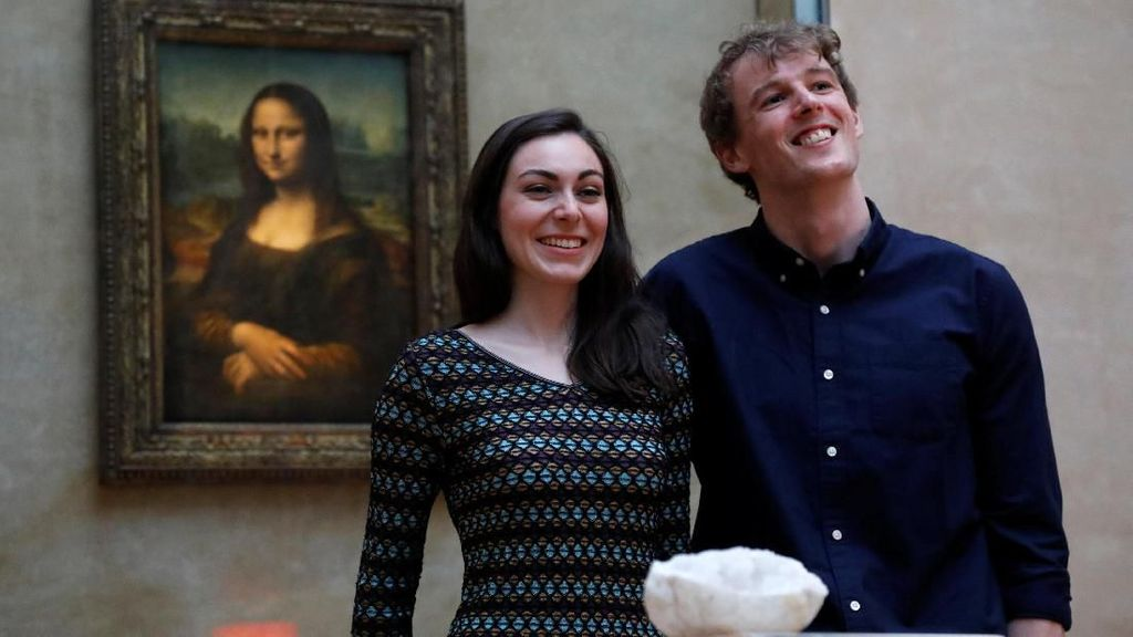 Bukan Crazy Rich, Pasangan Ini Bisa Kencan Mewah Semalam di Museum Louvre