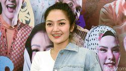 Ajak Swafoto, Siti Badriah Malah Disosor Bibir Bapak-bapak