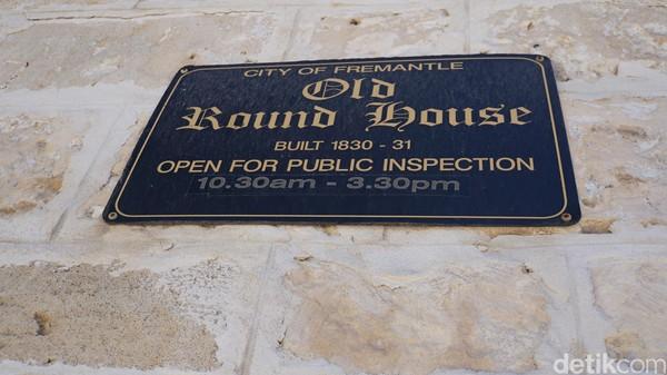 Roundhouse adalah bangunan publik kolonial tertua di Australia Barat yang dibuka pada Januari 1831. Lokasinya ada di tebing di tepi laut (Ahmad Masaul Khoiri/detikcom)