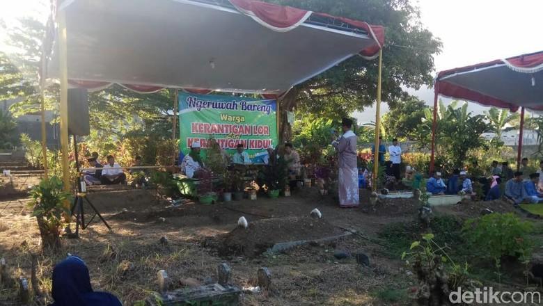 Tradisi Ngeruwah Bareng, Ratusan Warga di Banyuwangi Doa Bersama di Makam