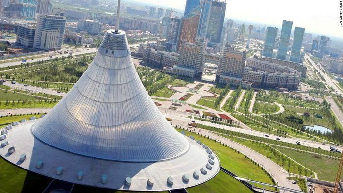 Ada sesuatu yang seperti fatamorgana tentang ibukota Kazakhstan, Astana. Banyak struktur futuristik yang aneh. Istimewa/Dok. CNN.com/Daisy Carrington.